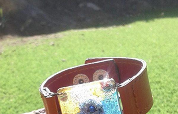 Joyería en vidrío y cuero